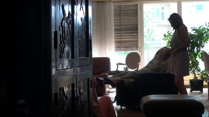 No Home Movie –Review