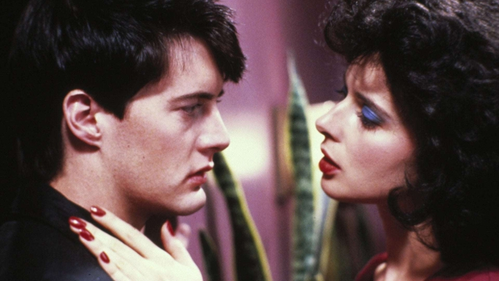 'Blue Velvet' Review: The Hypnotic Aura of David Lynch's StrangeWorld
